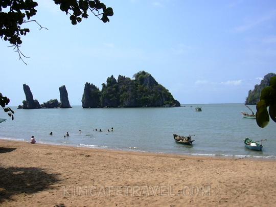 http://www.kimcafetravel.com/images/gallery/Hatien_beach.jpg